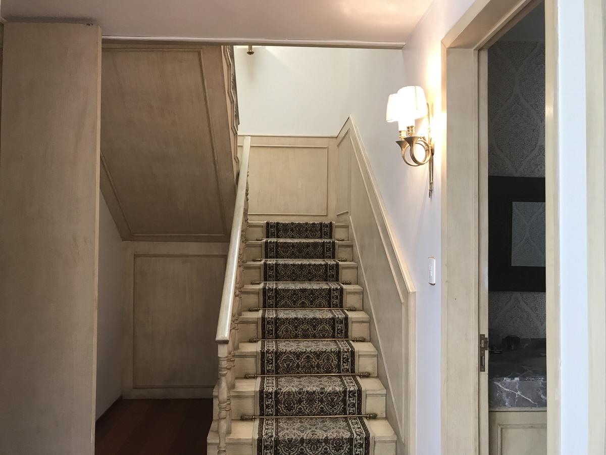 16 de 18: Escalera al 2 piso