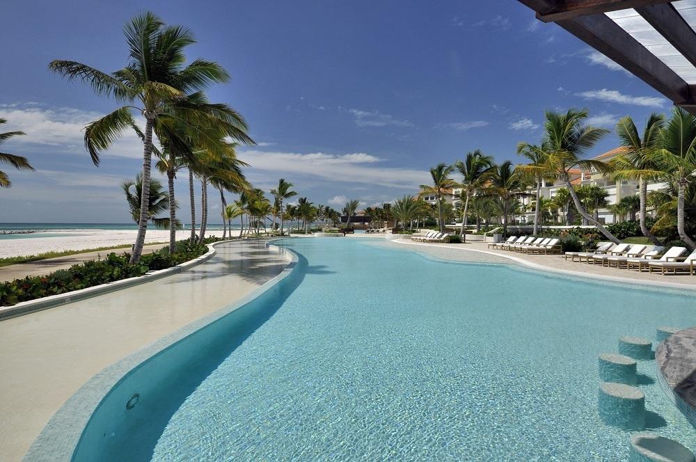 11 de 11: Beachfront pool