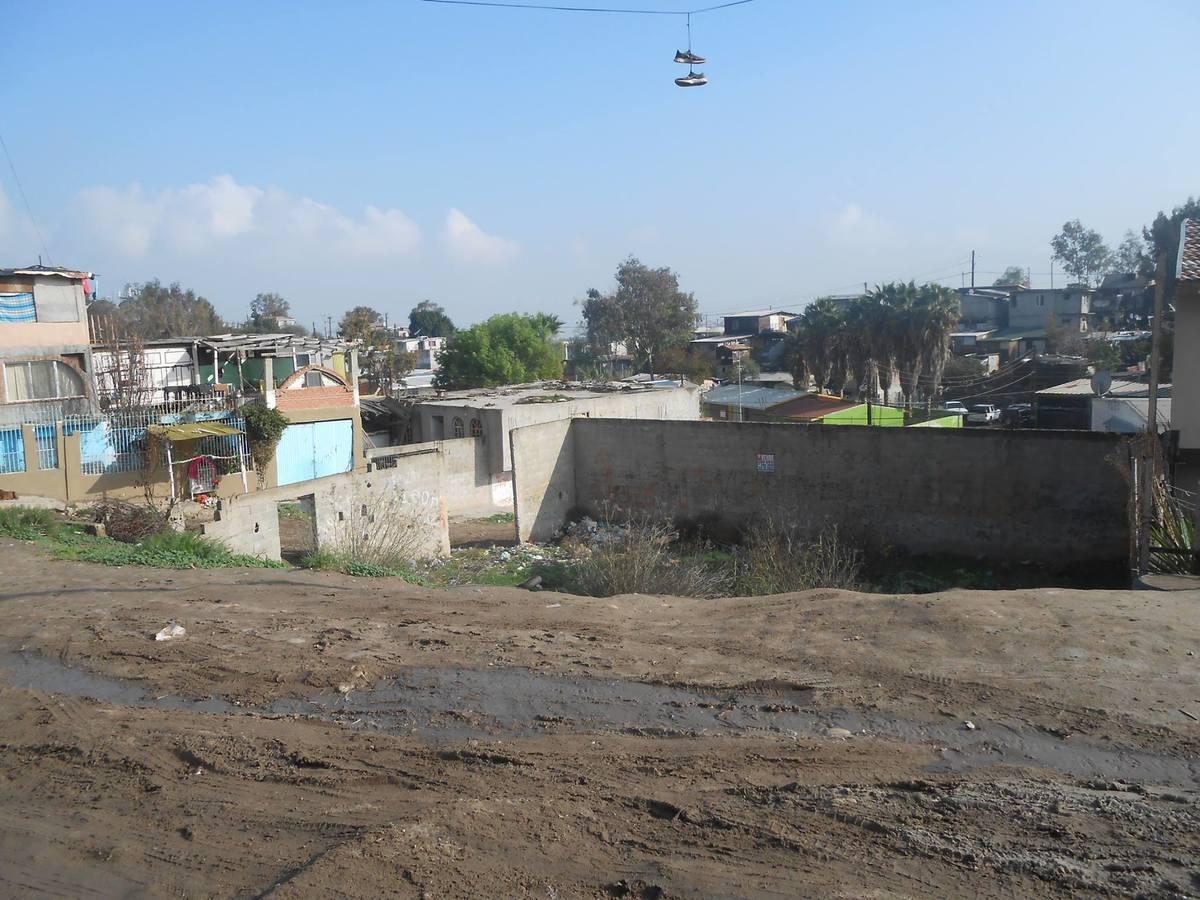 2 de 7:  queda debajo de la calle  sobre benito juarez.