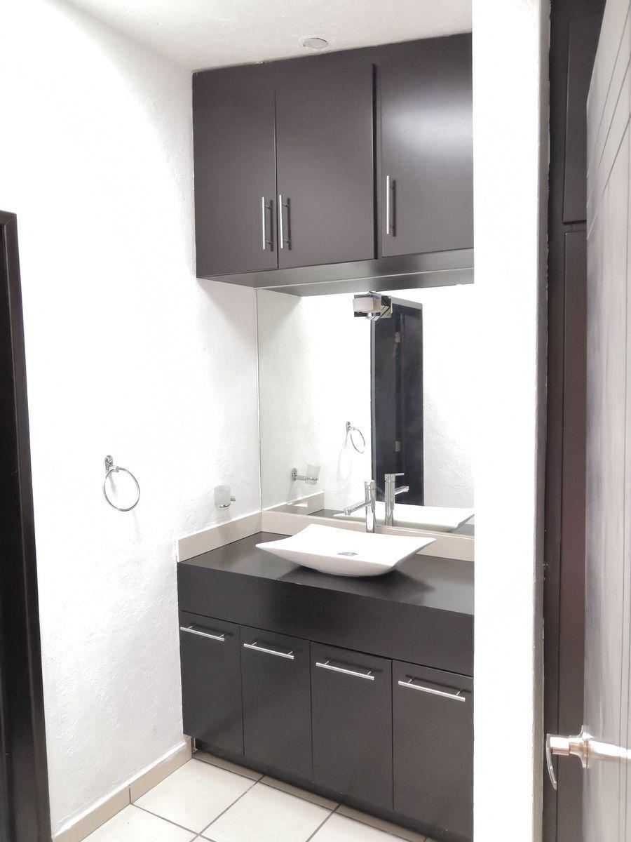 10 de 24: Baño en cuarto para visitas
