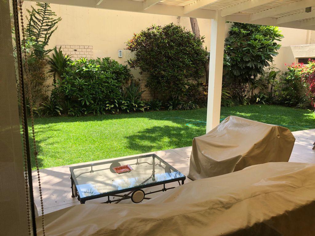 10 de 19: Terraza con vista al jardín.