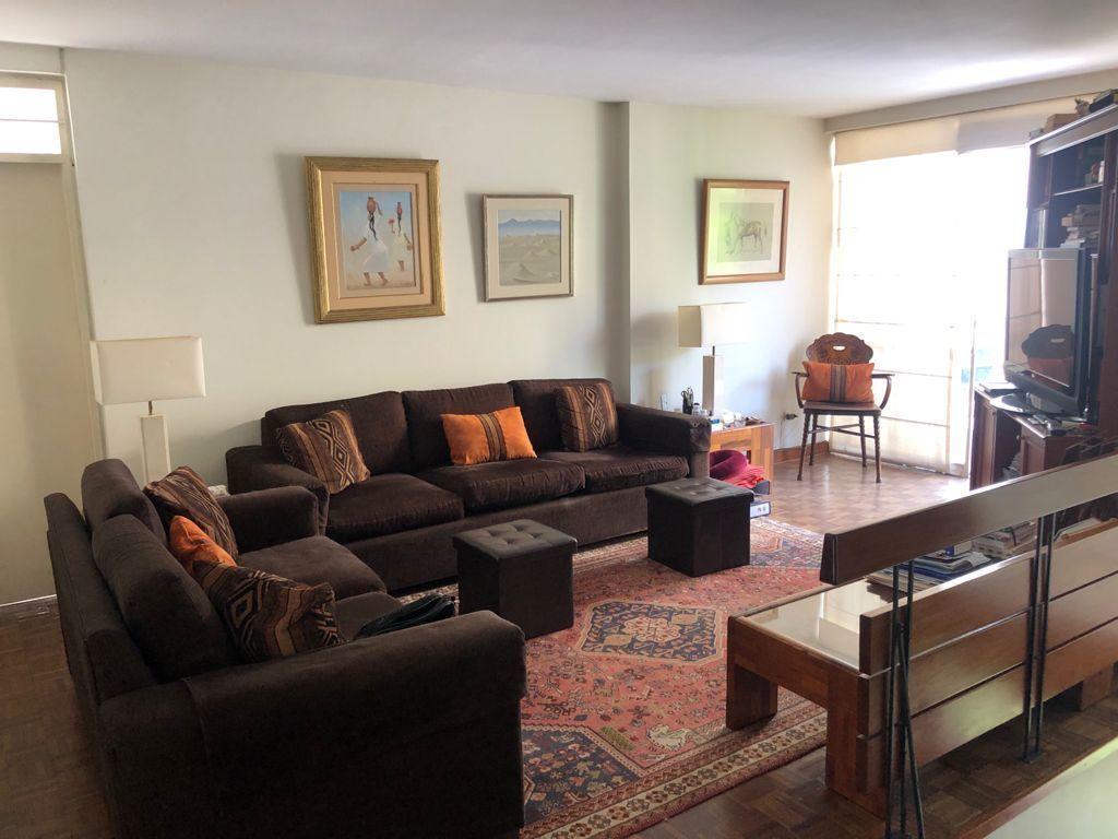14 de 19: Buena sala de estar en el segundo piso.