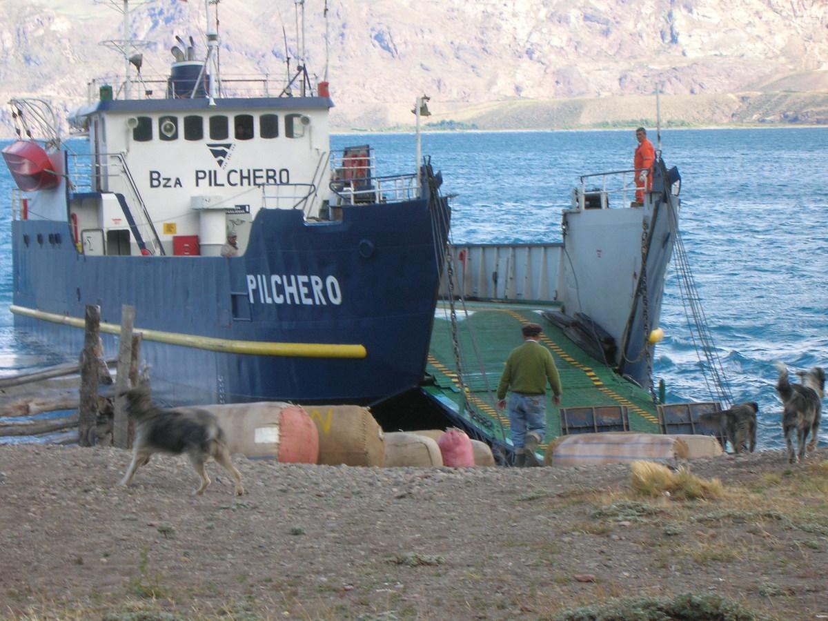 6 de 6: Llegada de la Barcaza a la Comunidad