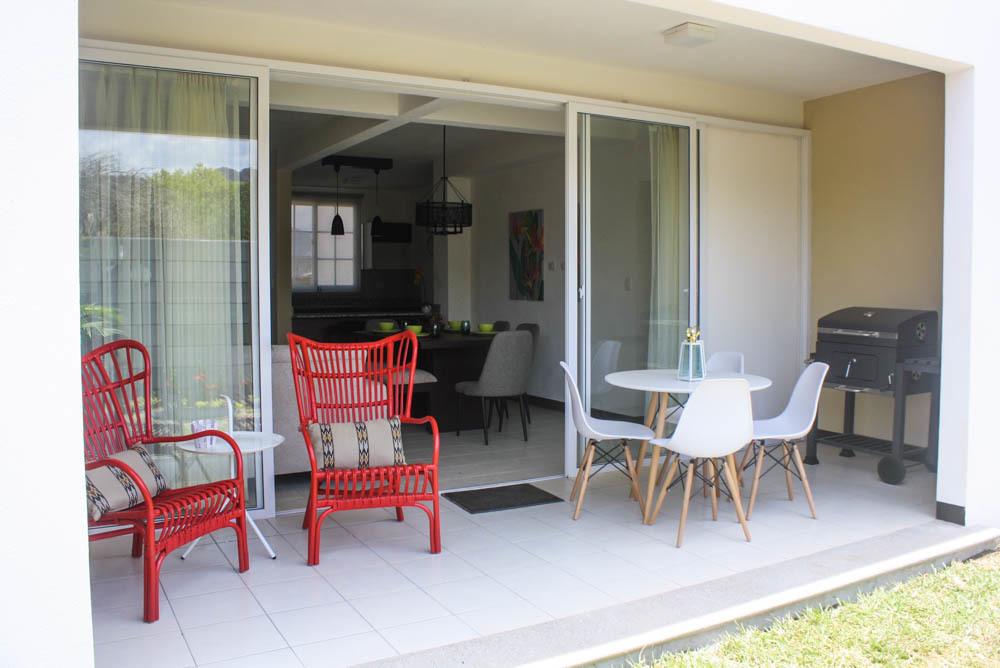 16 de 20: Porch - Casa Roble