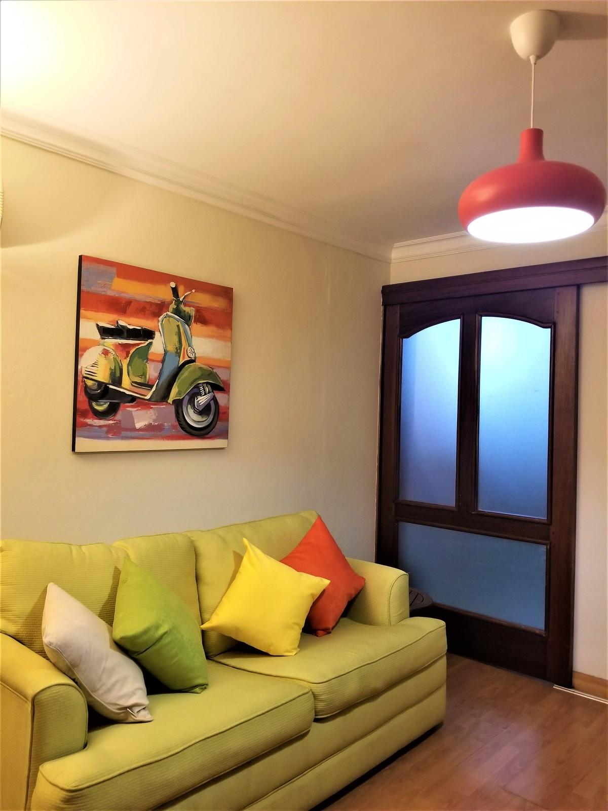 9 de 18: Habitación de estar con sofa-cama y Smartv con TV por cable