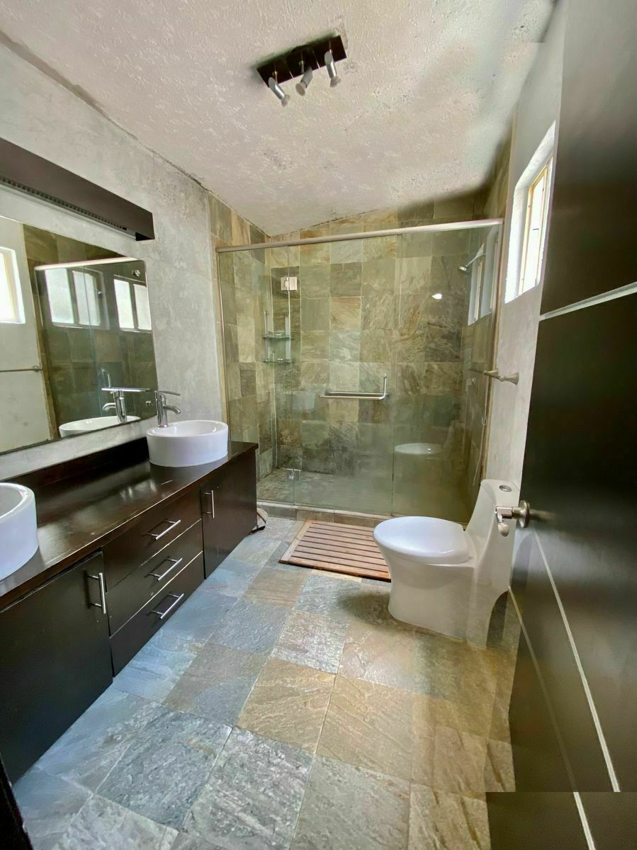 35 de 40: Baño Principal : zuksa bienes raíces en Tijuana