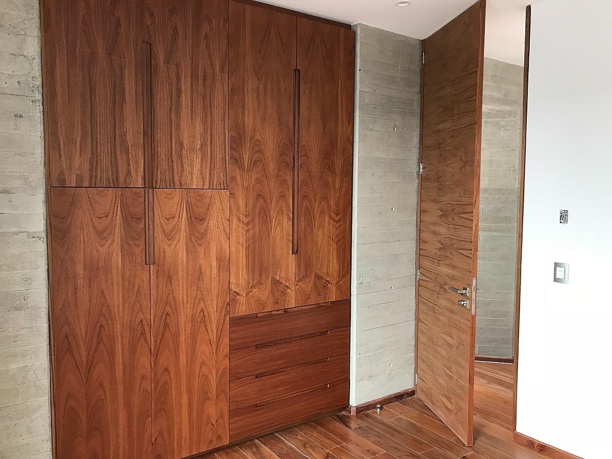 3 de 12: Pisos y carpintería de madera natural