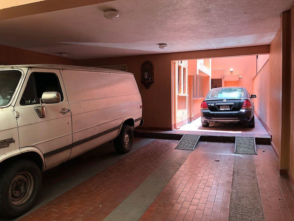 16 de 27: Estacionamiento para 4 autos