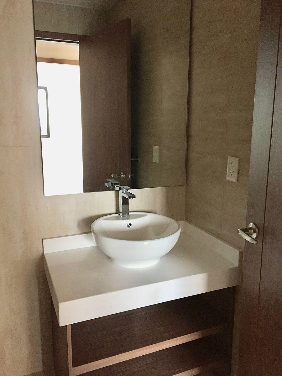 10 de 19: baño de visitas y cuarto 3