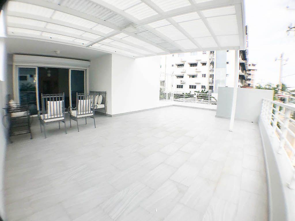 1 de 15: Amplia terraza con 2 ambientes