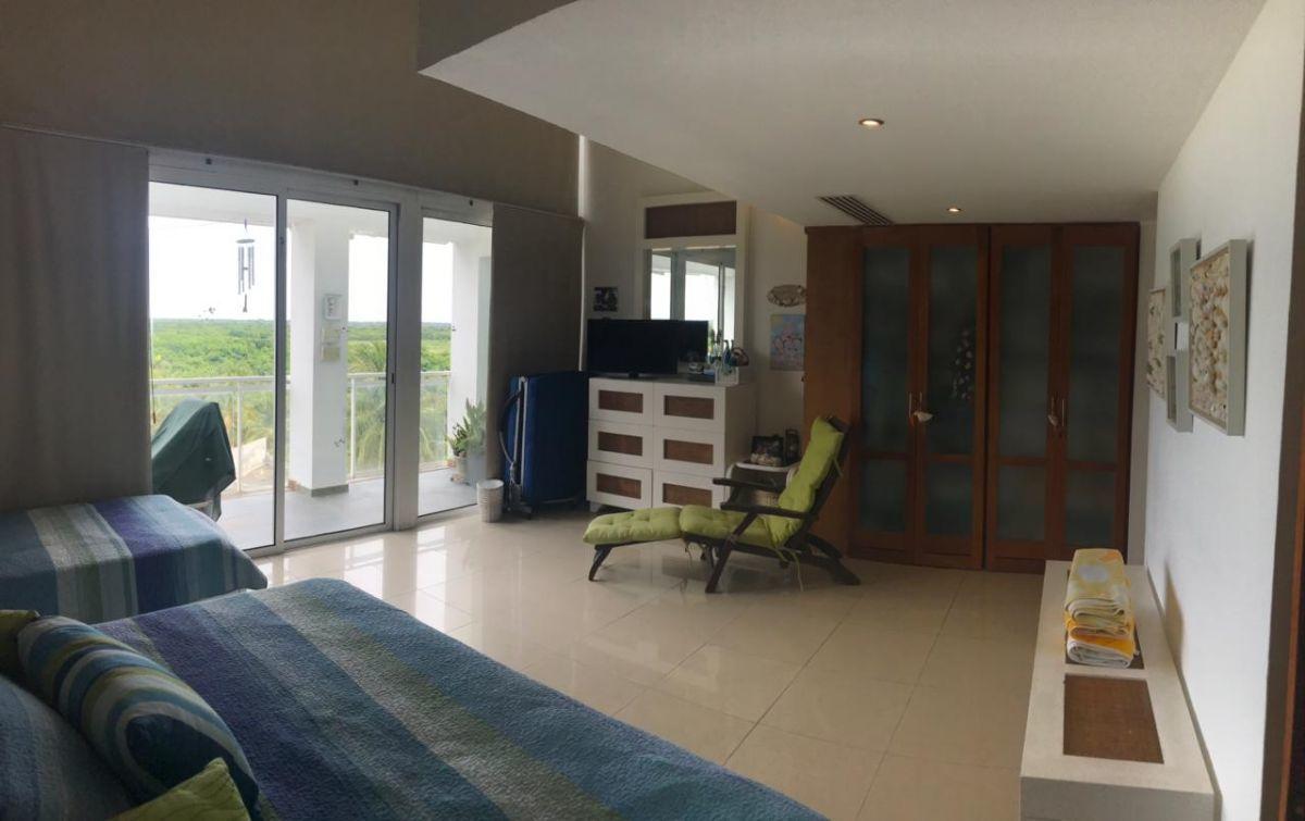 15 de 41: Dormitorio Principal con balcon