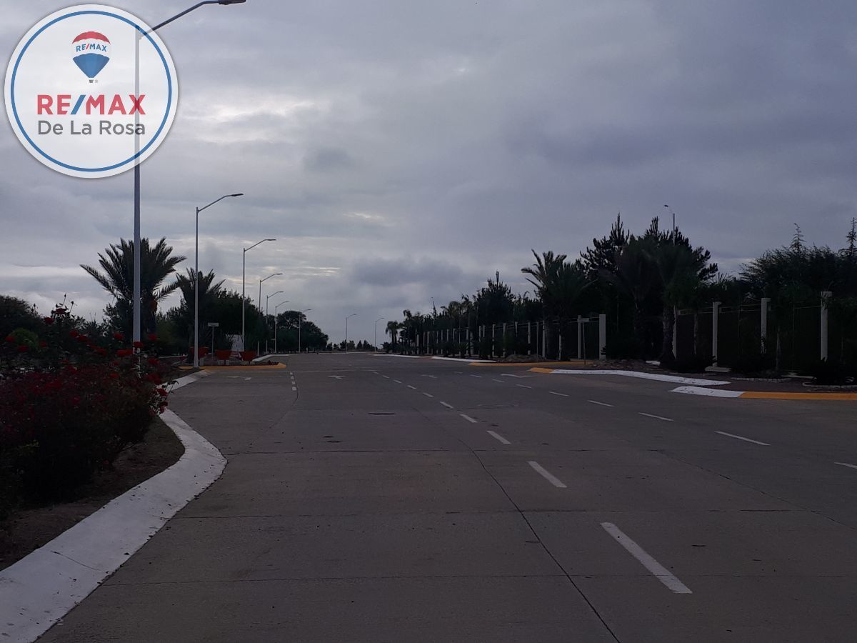 9 de 14: Calles de acceso al fraccionamiento