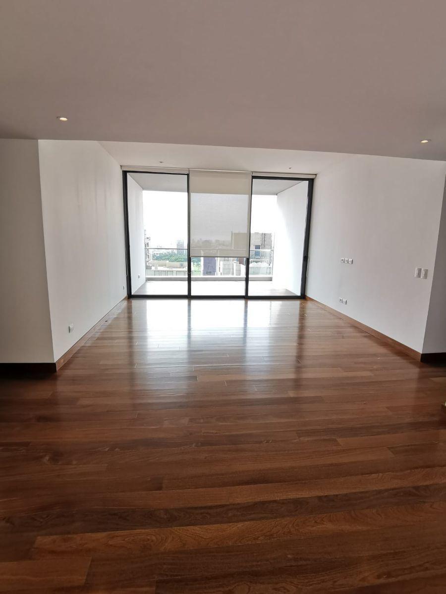 27 de 33: Buena sala de estar con salida a terraza cuadrada