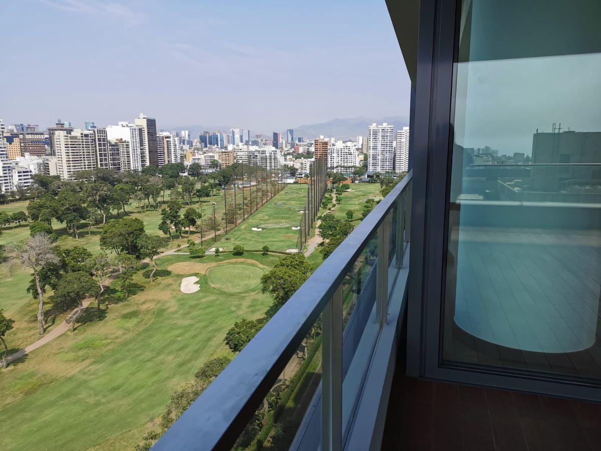 14 de 33: Maravillosa Terraza con vista  completa al Golf San Isidro.