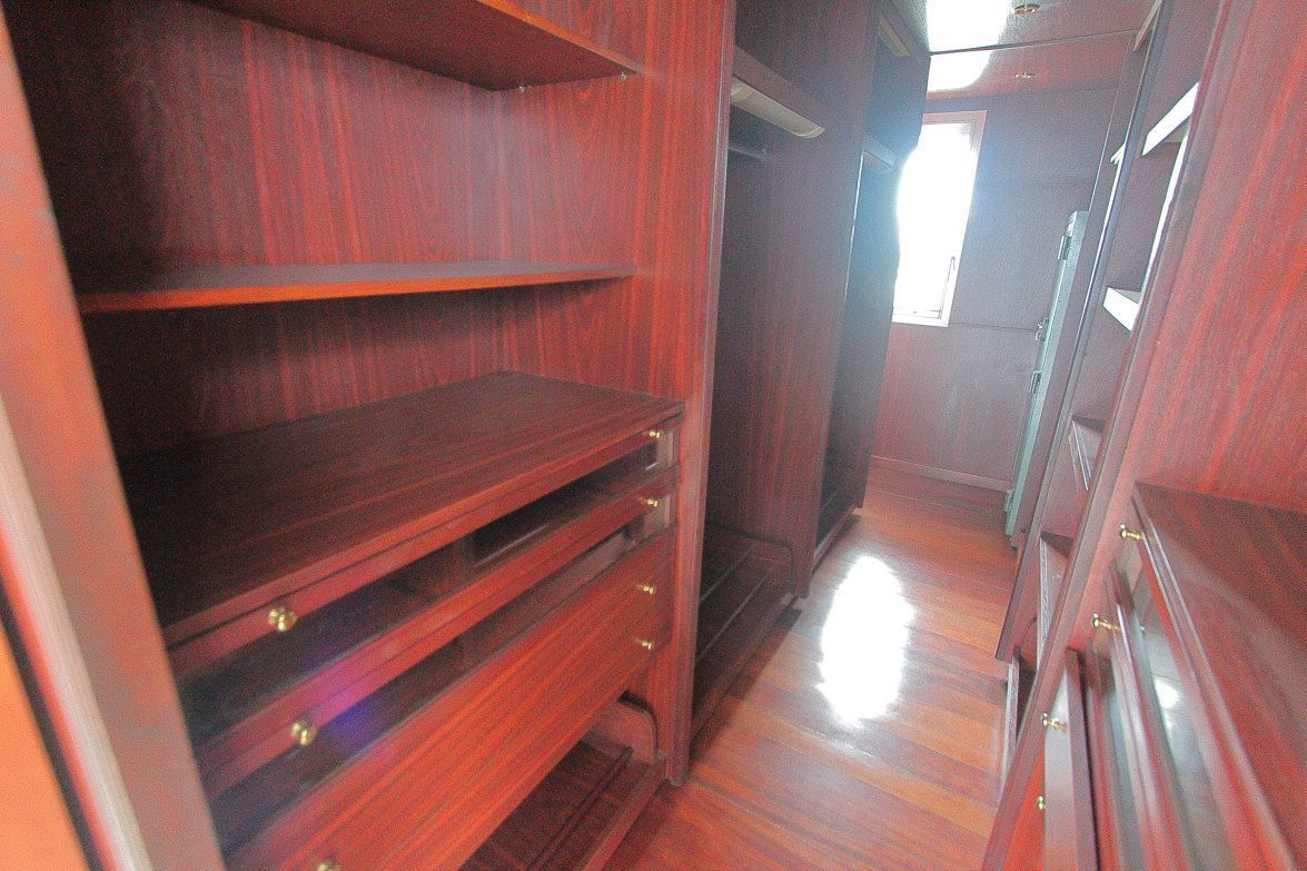 13 de 22: Vestidor (walk-in Closet) en madera