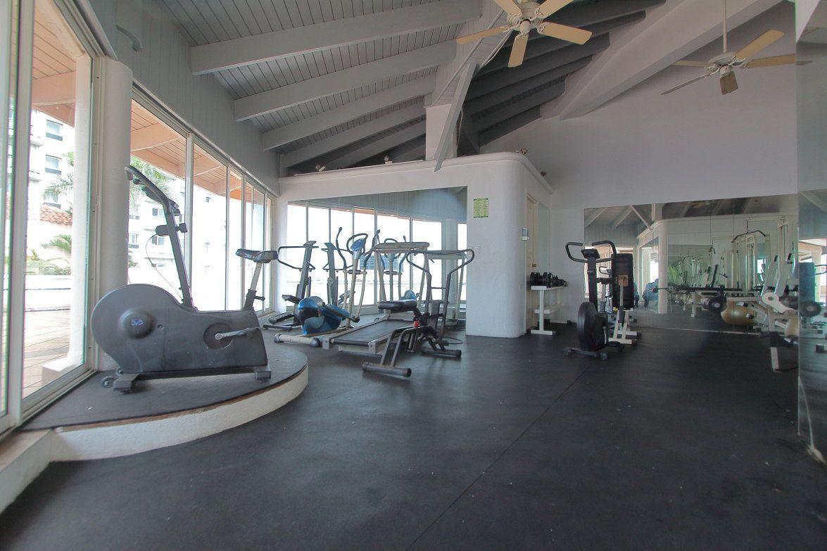20 de 22: Gym Equipado