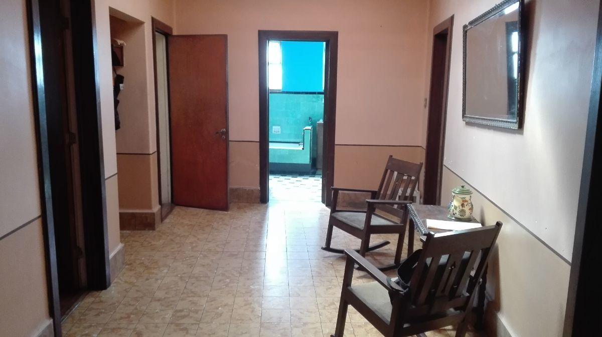 7 de 27: Recamara principal con closet  y  entrada a baño