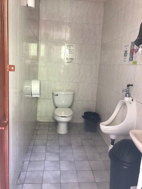 12 de 31: Baño caballeros PB