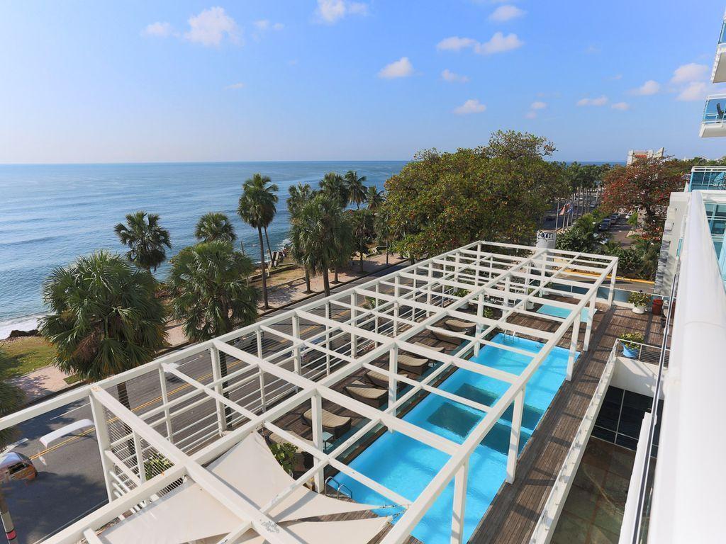 8 de 22: Vista aérea de la piscina y jacussi