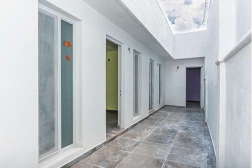 3 of 16: Pasillo distribución a cuartos interior