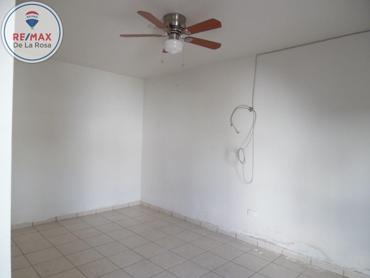 16 de 26: Tercera habitación con acceso compartido