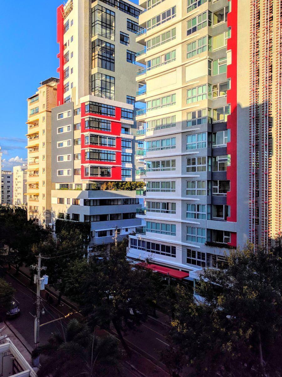 6 de 17: Vista de la calle principal