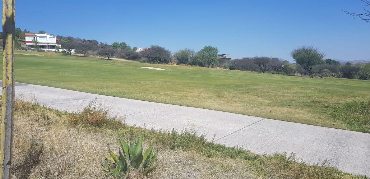 2 de 11: Terreno plano en el campo de golf