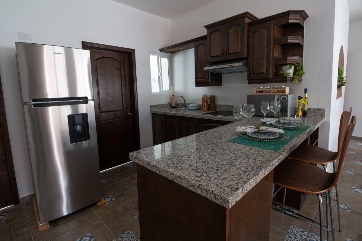 4 de 10: Cocina equpida con cubierta de granito y electrodomesticos i